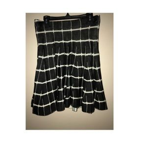 Candie's black and white print skirt